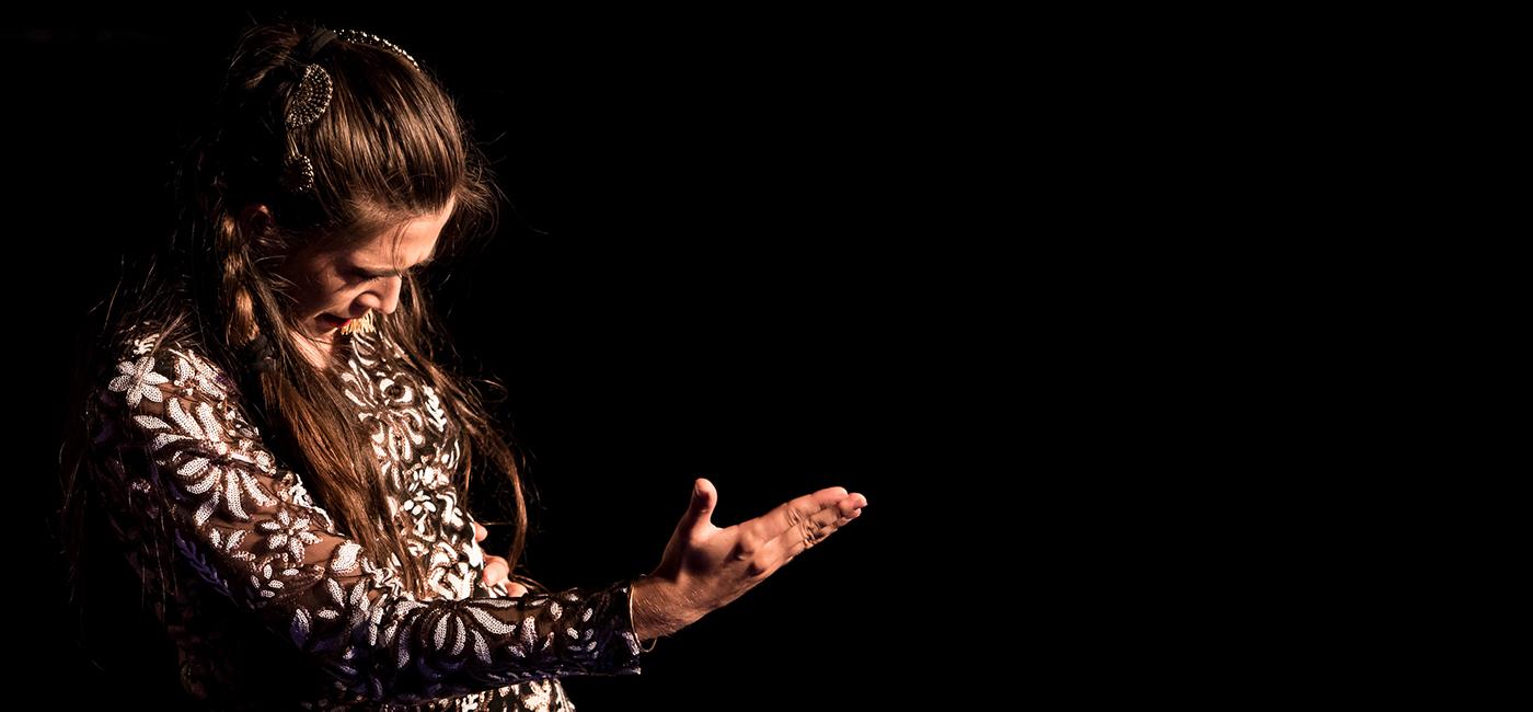 background LISA CARMEN